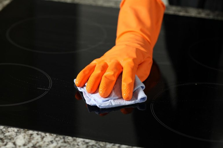 Nuplaukite stiklinę keraminę kaitlentę