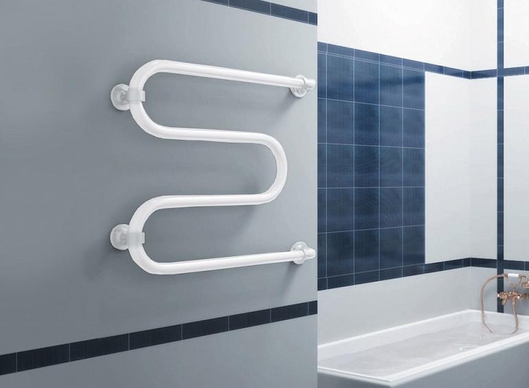 Šildomas rankšluosčių laikiklis vonioje
