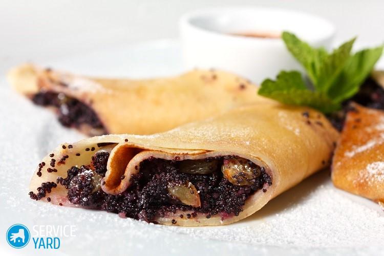 Crêpes avec gros plan de graines de pavot. Un dessert délicieux
